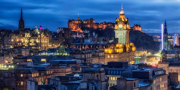 photo of Edinburgh skyline at night